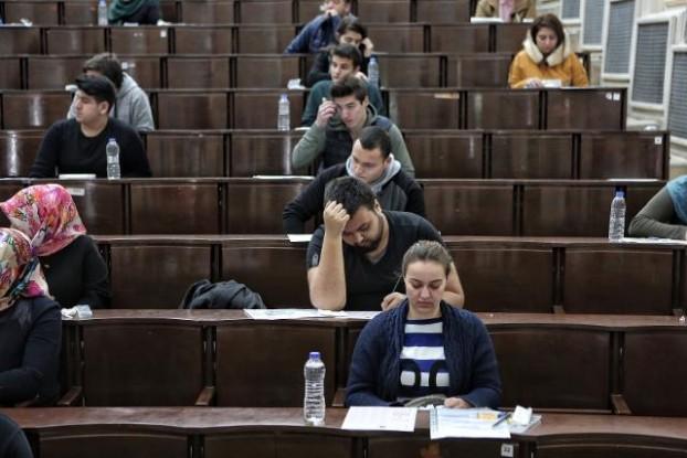 üniversite sınavında bir salon