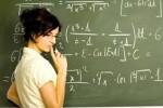 öğretmen tahtada