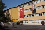 okul binasından bir fotoğraf